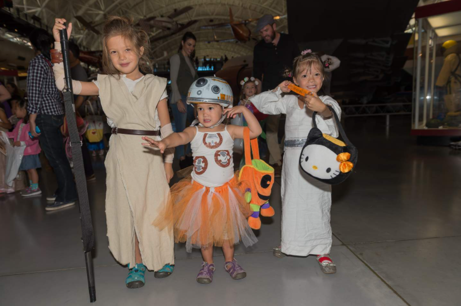 Children in Star Wars costumes