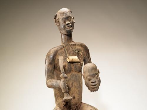 Figure of King Bay Akiy carved in wood.