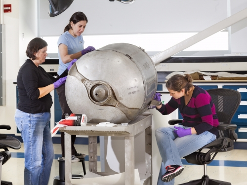 Udvar-Hazy Center - Emil Buehler Conservation Laboratory