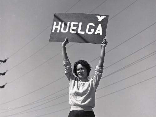 Dolores Huerta holding Huelga sign