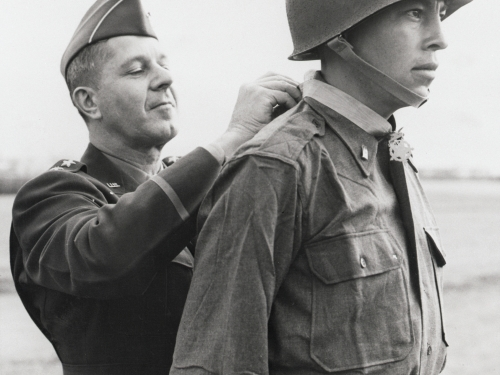 Childers in uniform receives medal