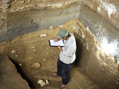 Thomas Sutikna takes notes at excavation site