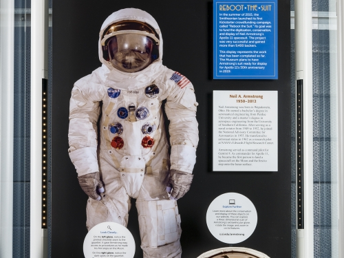 Exhibit case with spacesuit, helmet and gloves