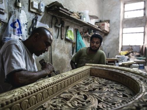 Wood carver Hassan Atman