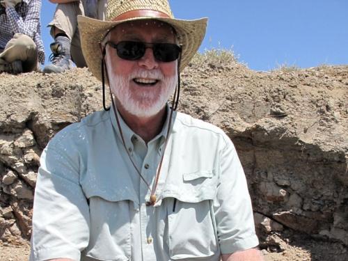 Secretary G. Wayne Clough at a dig site in Wyoming