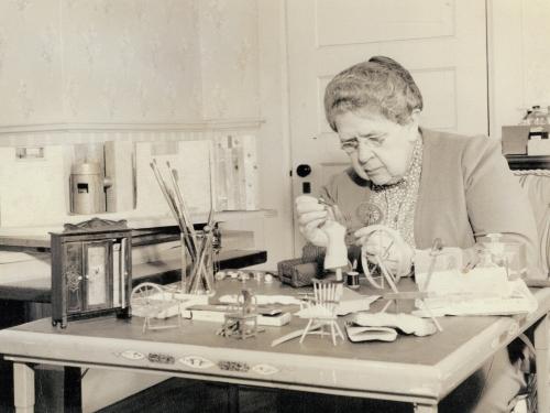 Frances Galssner Lee working on model