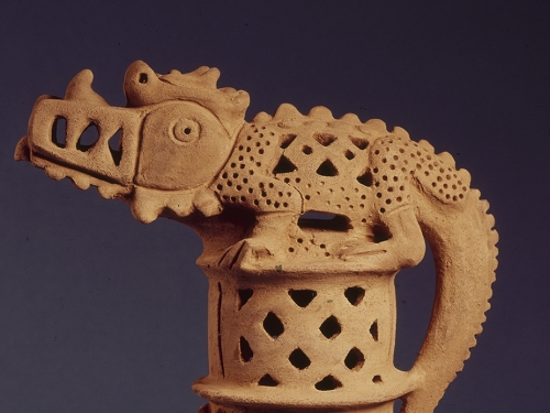 ceramic vessel with lizard