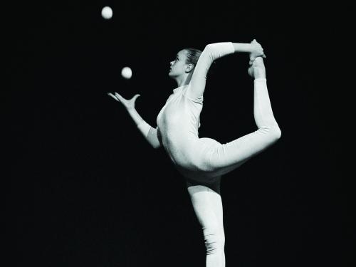 Female acrobat juggling