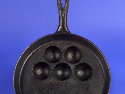 iron egg pan
