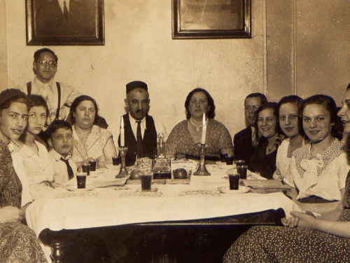 family at Passover seder.