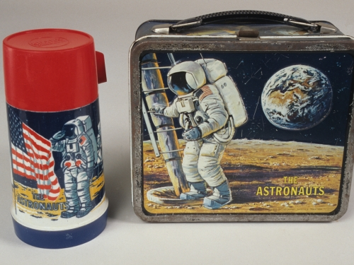 astronaut lunch box and thermos with moonlanding pictured.