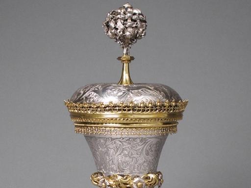 a silver object