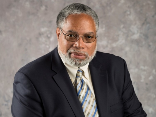 Headshot of Lonnie Bunch.