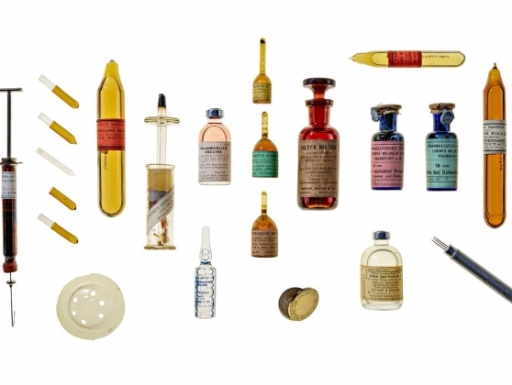vials and vaccine needles