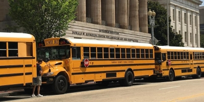 School buses in front of the Smithsonian American Art Museum.