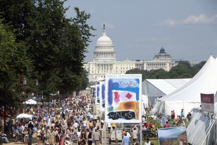 crowds at the 2009 Folklife Festival