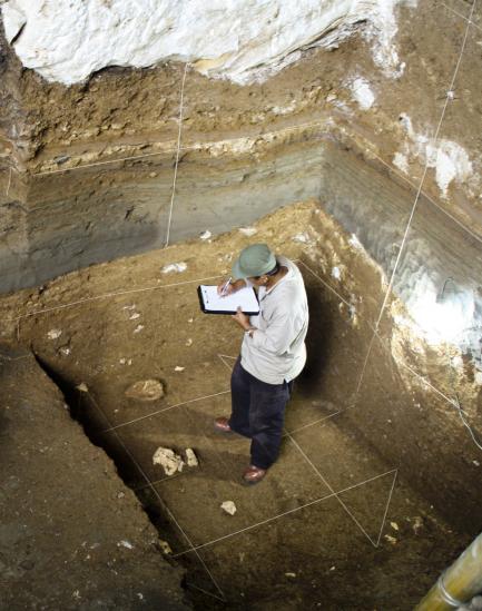 Thomas Sutikna takes notes at excavation site