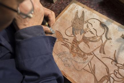 Gao Yan works on a painting