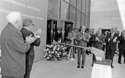 Dignitaries cutting ribbon to open museum