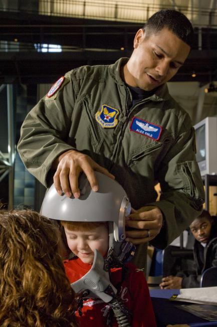 Pilot and young visitor to Udvar-Hazy Center